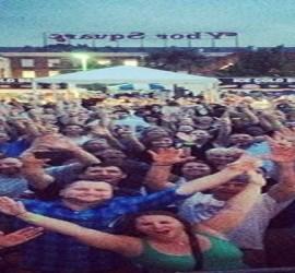 large_Heatwave_crowd_scene_2014_wide