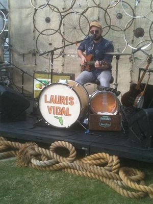 Large_lauris_vidal_one_man_band
