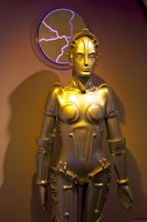 Medium_maria_from_the_film_metropolis__on_display_at_the_robot_hall_of_fame